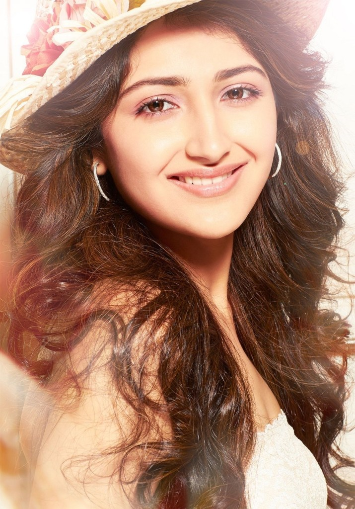 72+ Charming Photos of Sayesha Saigal 147
