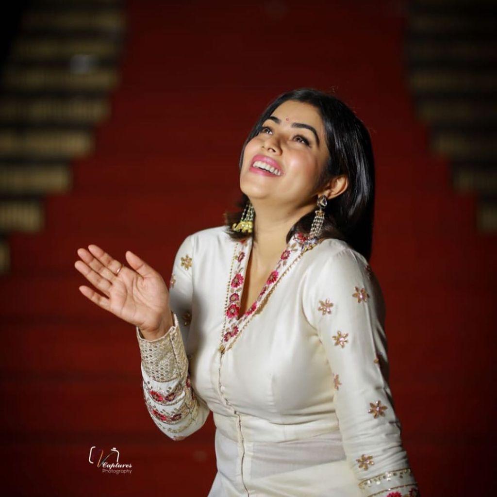 35+ Beautiful Photos of Shamna Kasim 37
