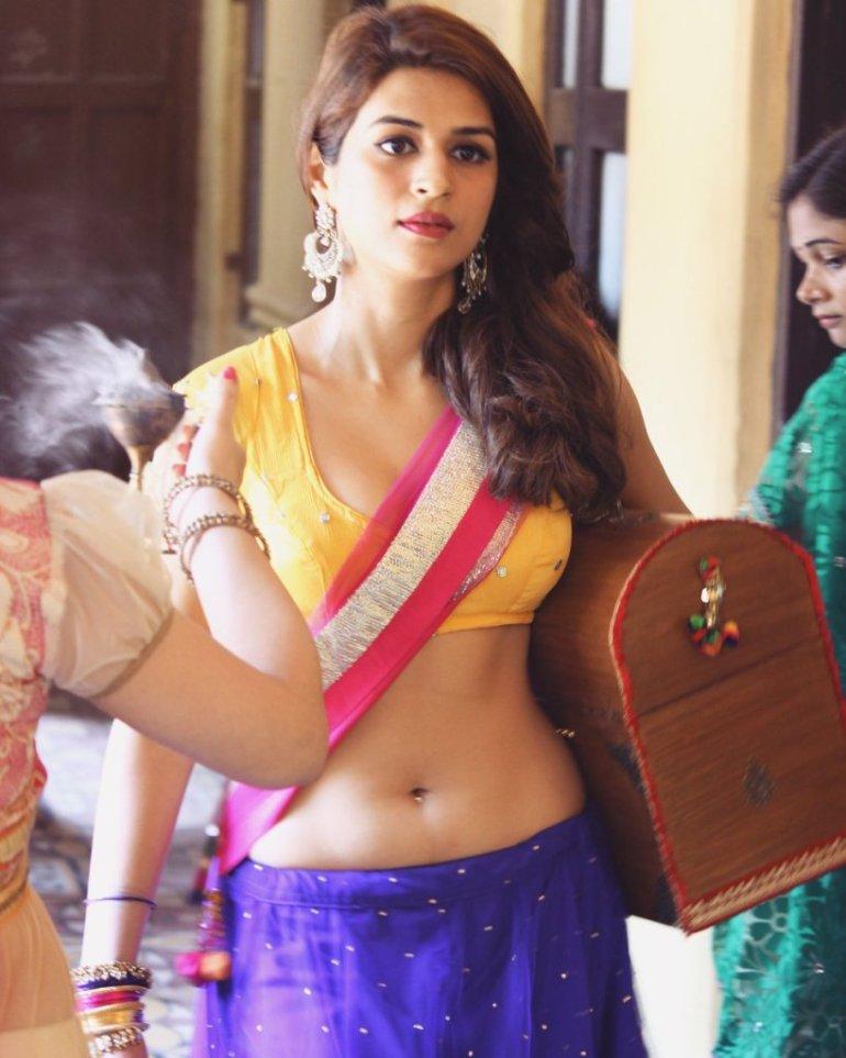 38+ Gorgeous Photos of Shraddha das 113