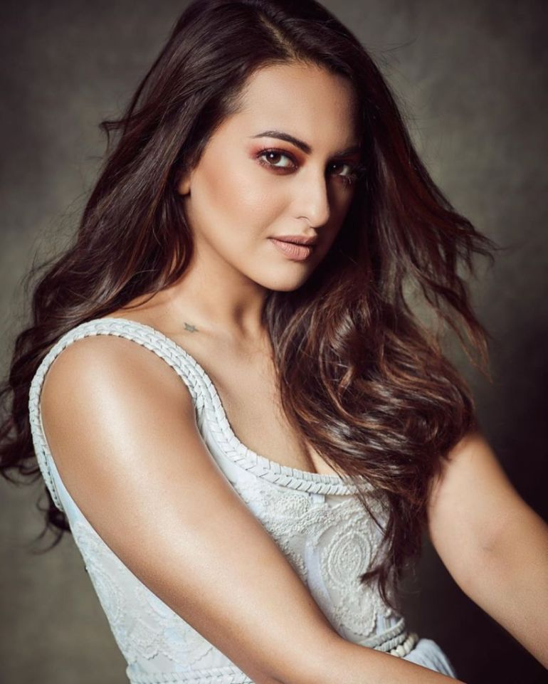 57+ Gorgeous Photos of Sonakshi Sinha 135
