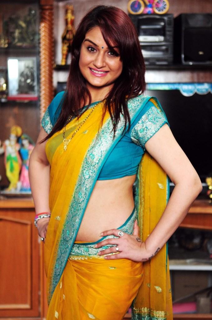27+ Beautiful Photos of Sonia Agarwal 13