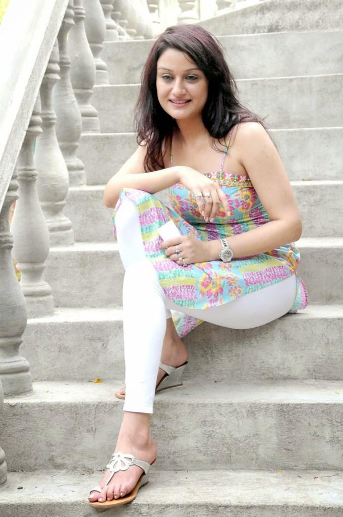 27+ Beautiful Photos of Sonia Agarwal 104