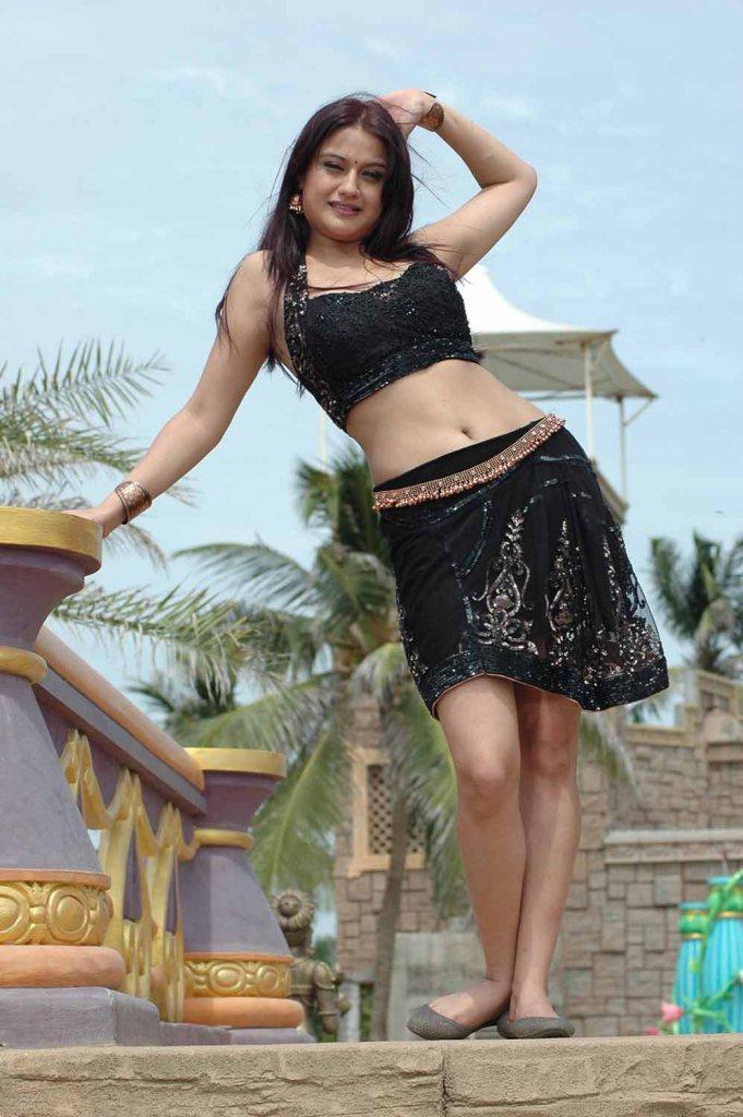 27+ Beautiful Photos of Sonia Agarwal 28