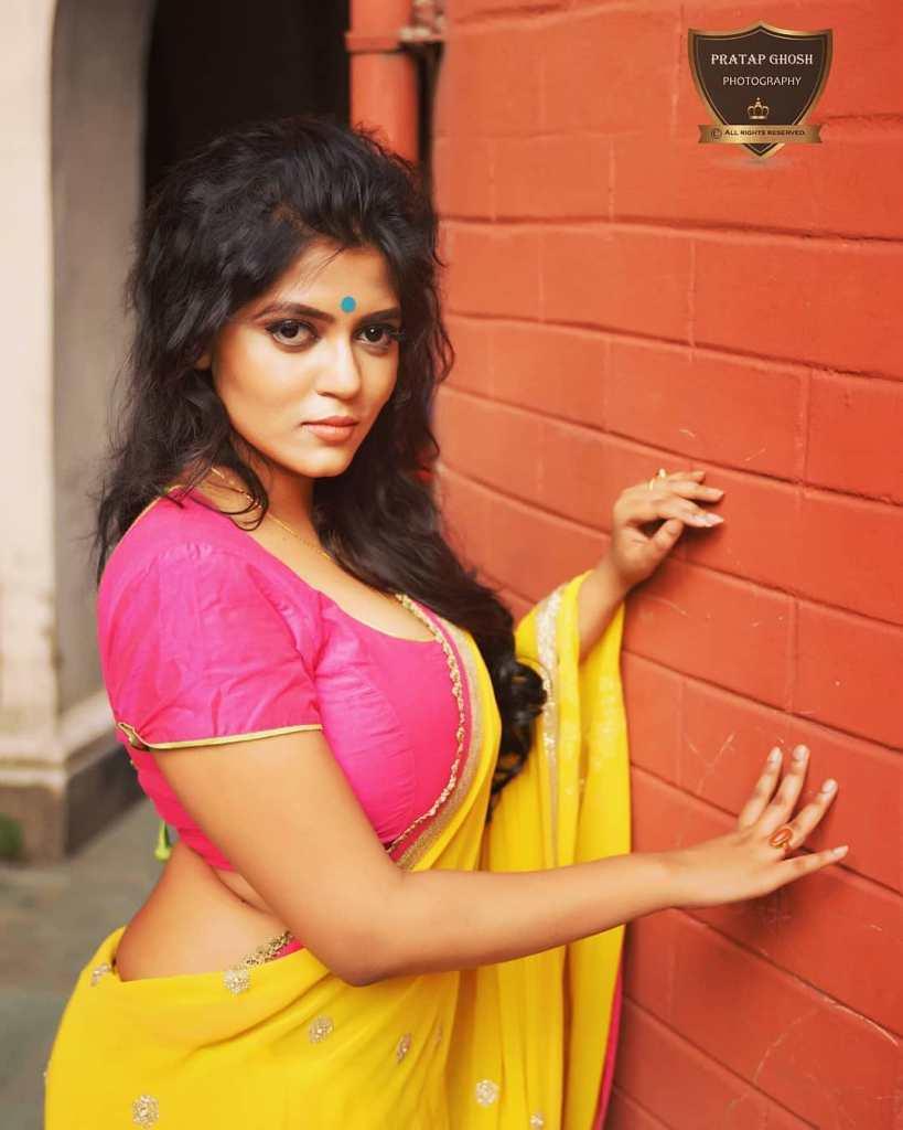 38+ Stunning Photos of Triya Das 12