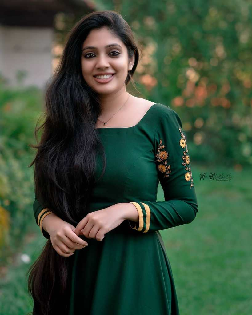 76+ Gorgeous Photos of Veena Nandakumar 15