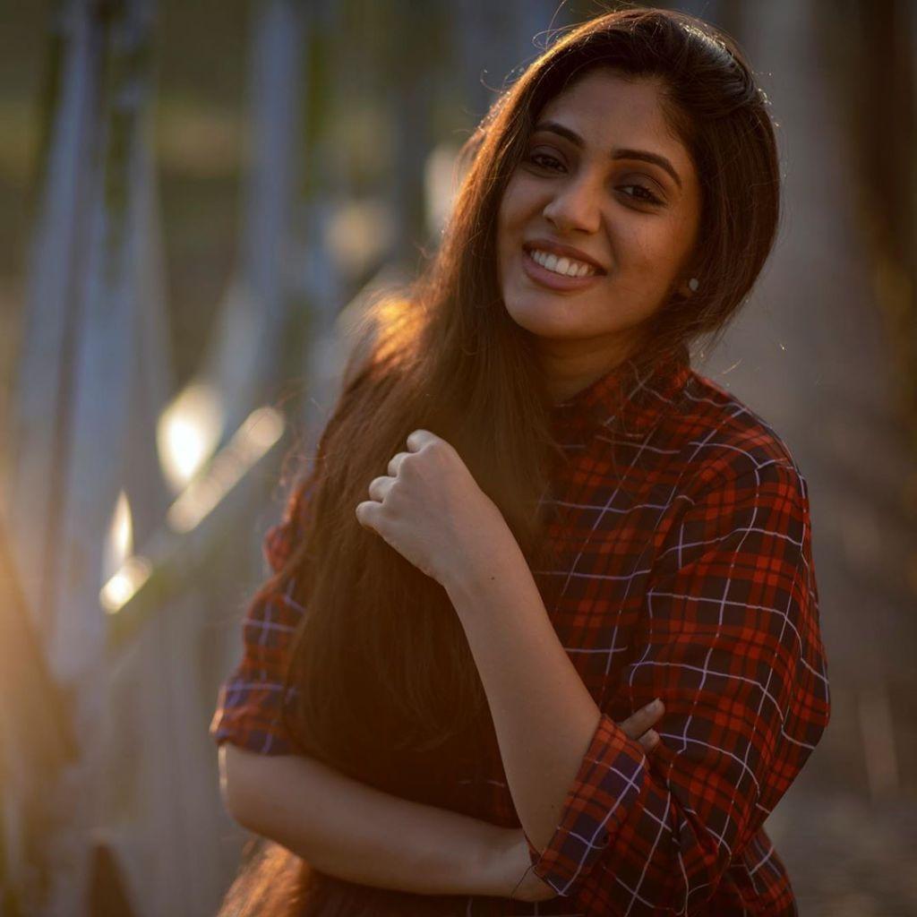 76+ Gorgeous Photos of Veena Nandakumar 16