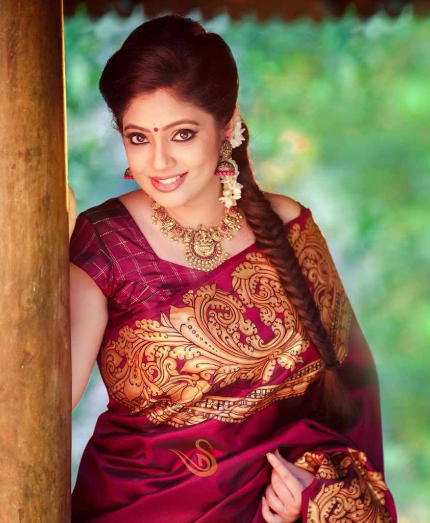 76+ Gorgeous Photos of Veena Nandakumar 19