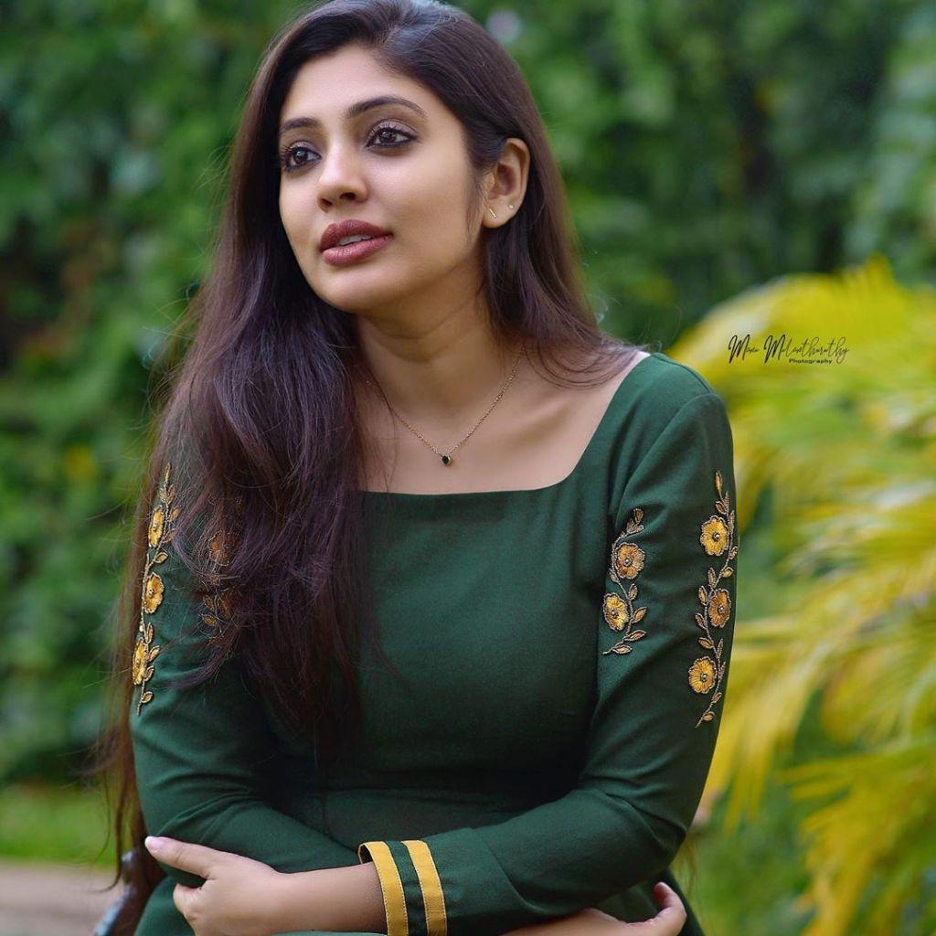 76+ Gorgeous Photos of Veena Nandakumar 20