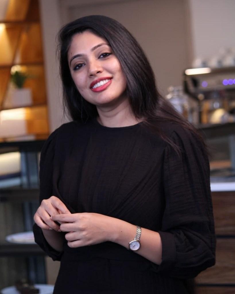 76+ Gorgeous Photos of Veena Nandakumar 26