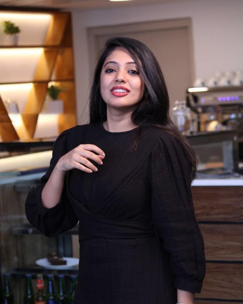 76+ Gorgeous Photos of Veena Nandakumar 29