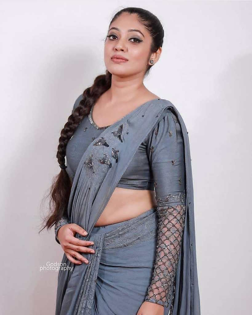 76+ Gorgeous Photos of Veena Nandakumar 77