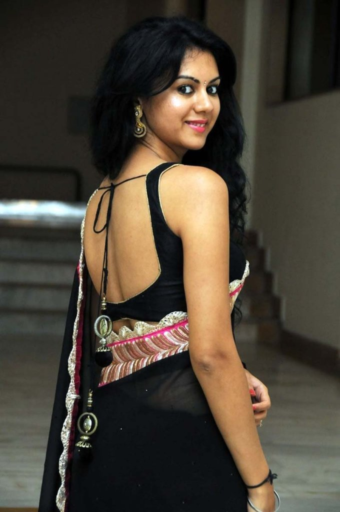 44+ Beautiful photos of Kamna Jethmalani 15