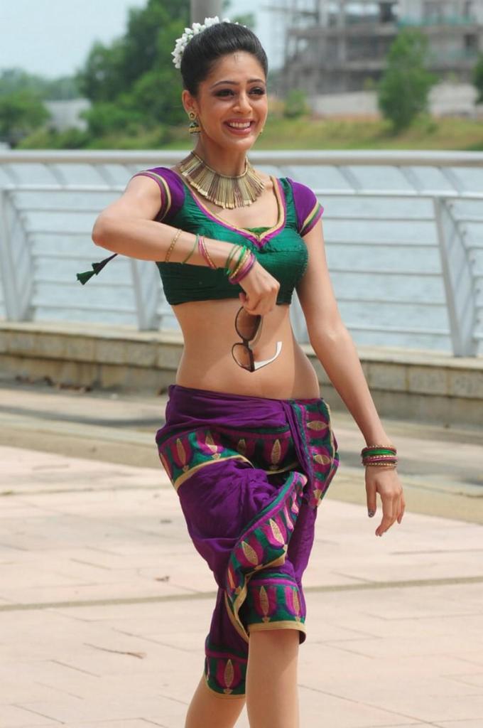 39+ Gorgeous Photos of Parvathi Melton 49
