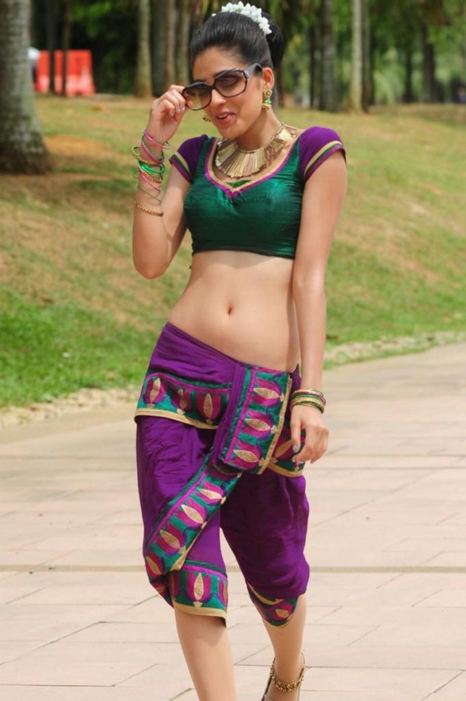 39+ Gorgeous Photos of Parvathi Melton 50