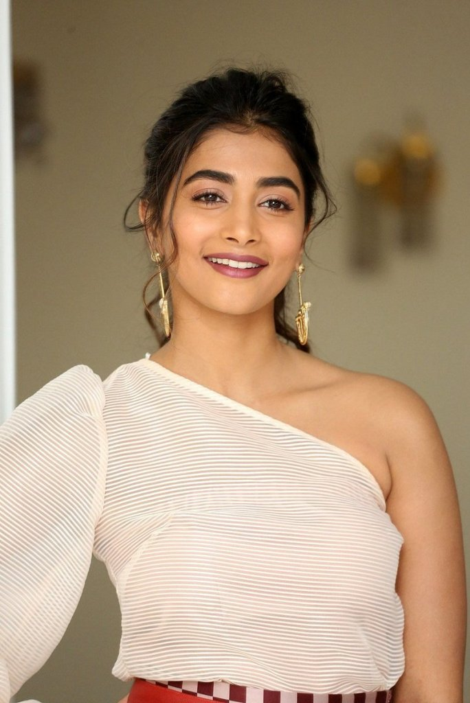 129+ Gorgeous Photos of Pooja Hegde 35