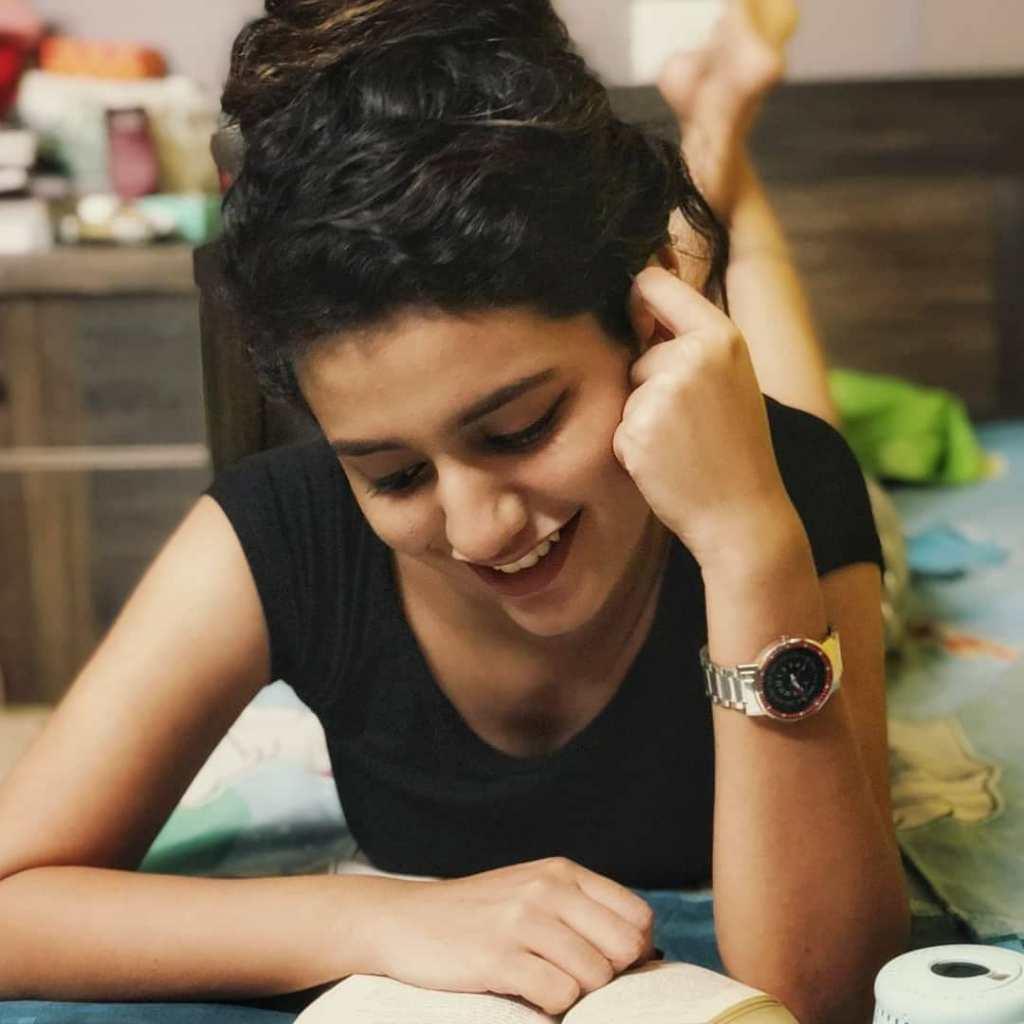 108+ Cute Photos of Priya Prakash Varrier 23