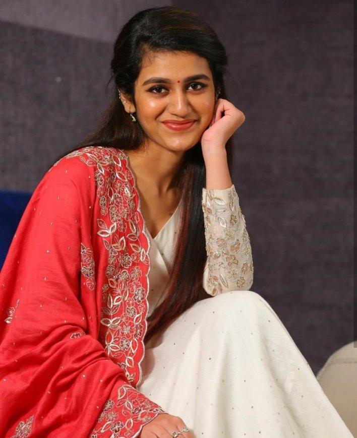 108+ Cute Photos of Priya Prakash Varrier 71