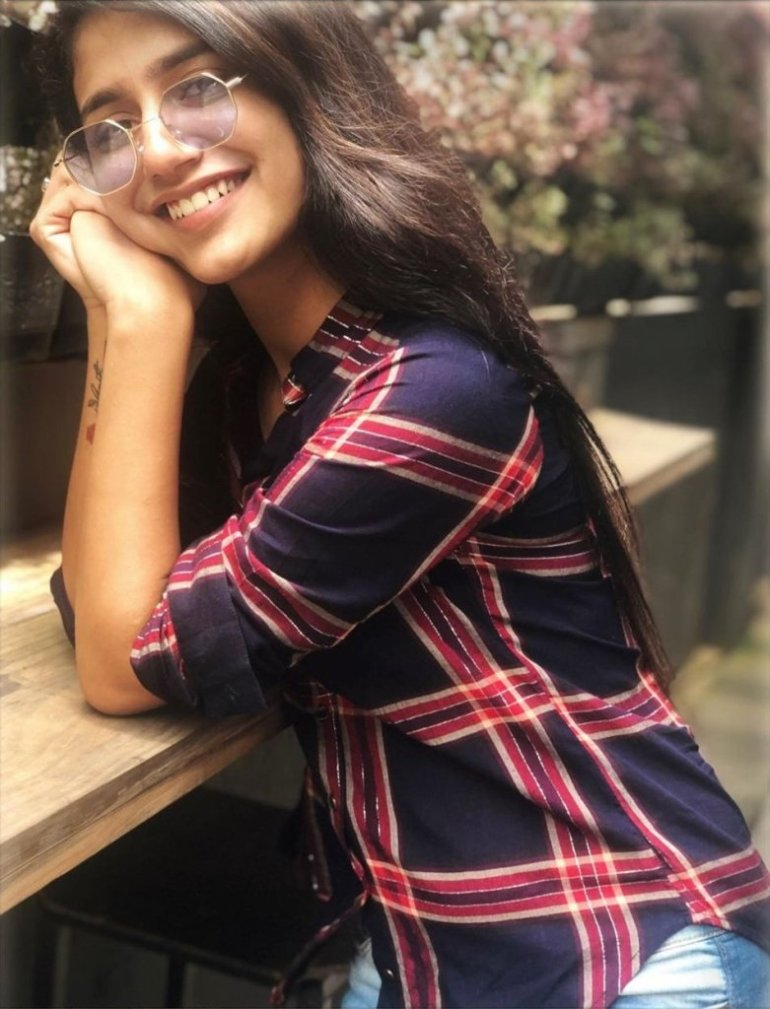 108+ Cute Photos of Priya Prakash Varrier 79