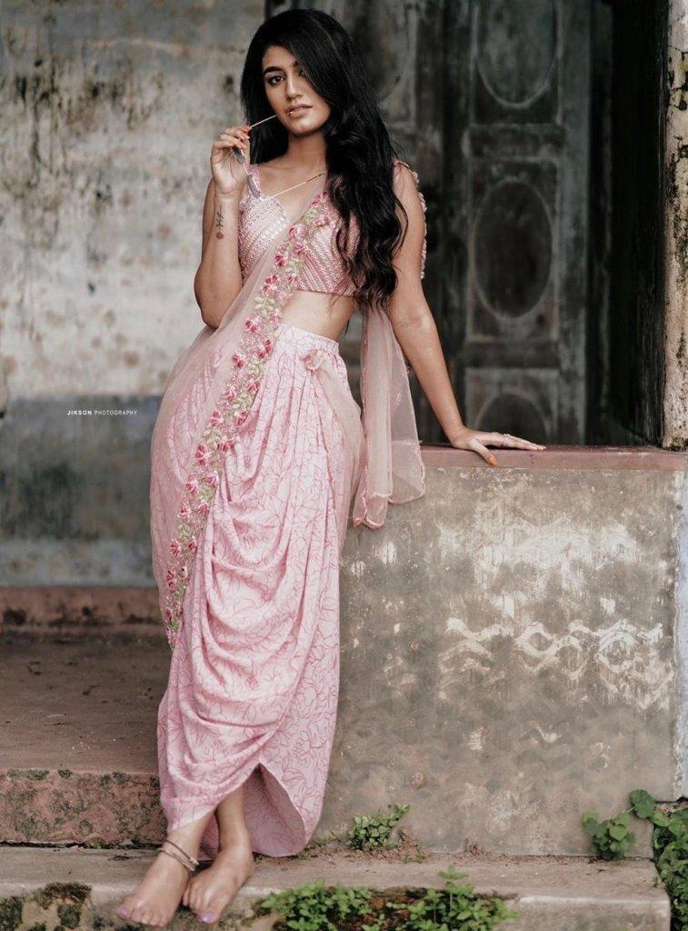108+ Cute Photos of Priya Prakash Varrier 171
