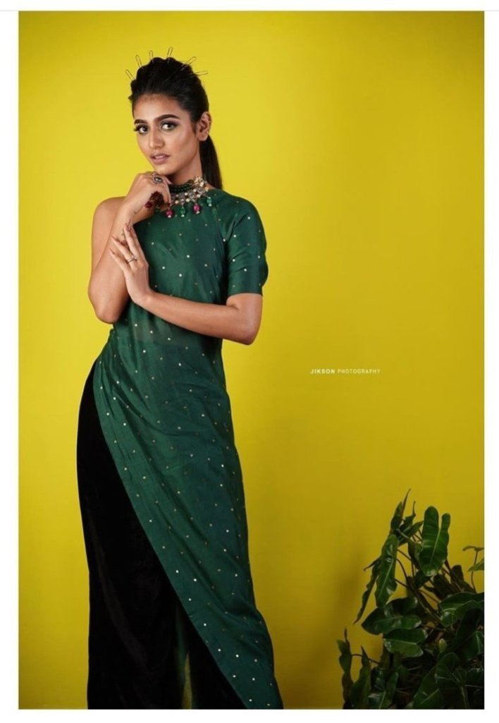 108+ Cute Photos of Priya Prakash Varrier 97