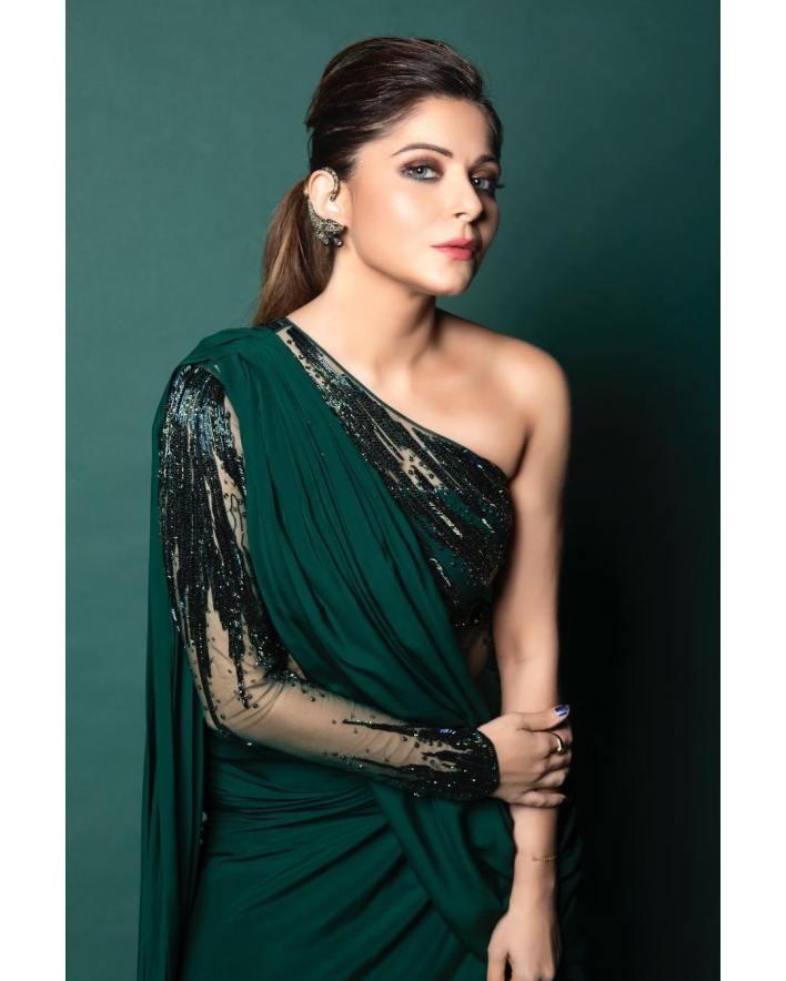 48+ Gorgeous HD Photos of Kanika Kapoor 2