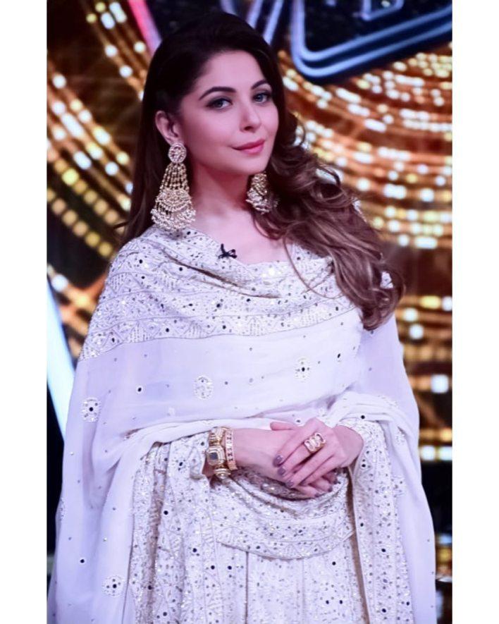 48+ Gorgeous HD Photos of Kanika Kapoor 38