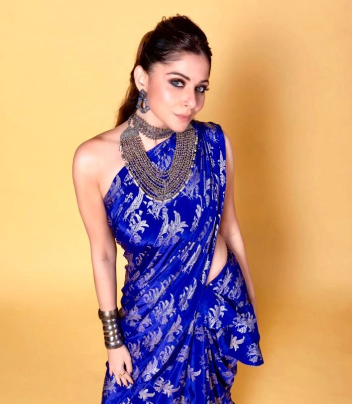 48+ Gorgeous HD Photos of Kanika Kapoor 12