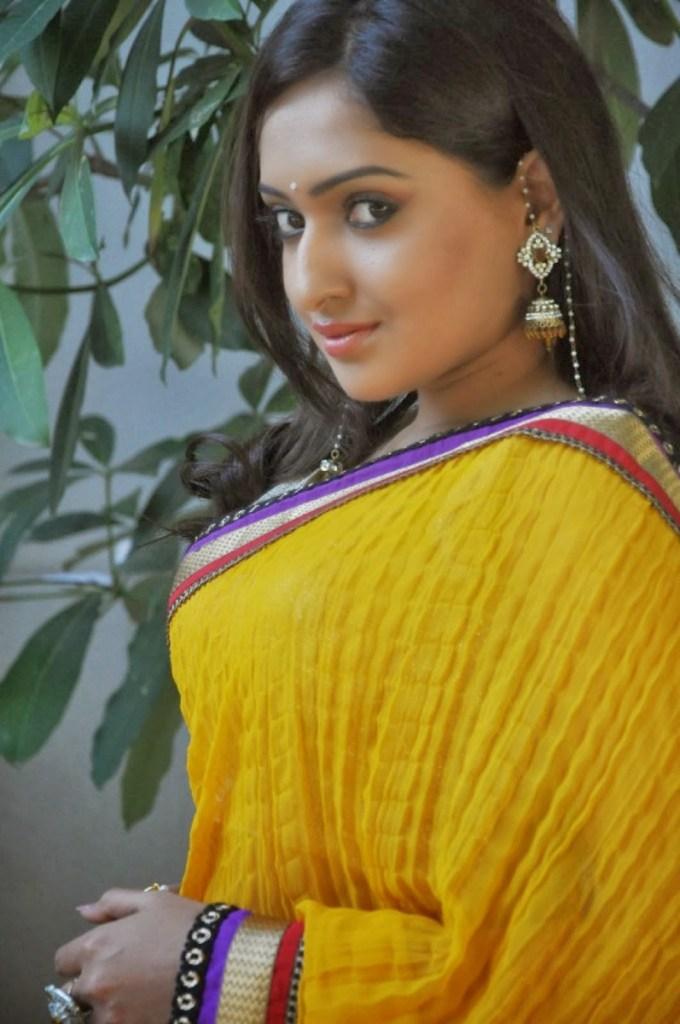 21+ Lovely Photos of Anjana Deshpande 6