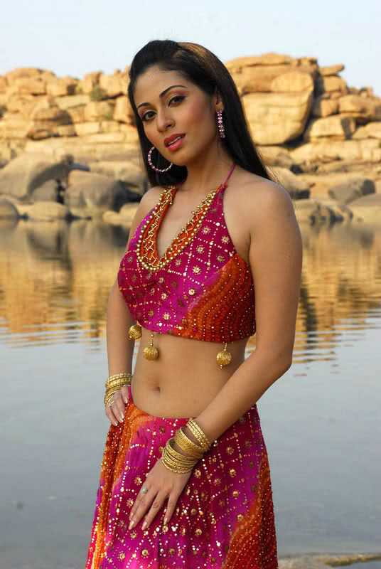 44+ Lovely Photos of Sadha 22