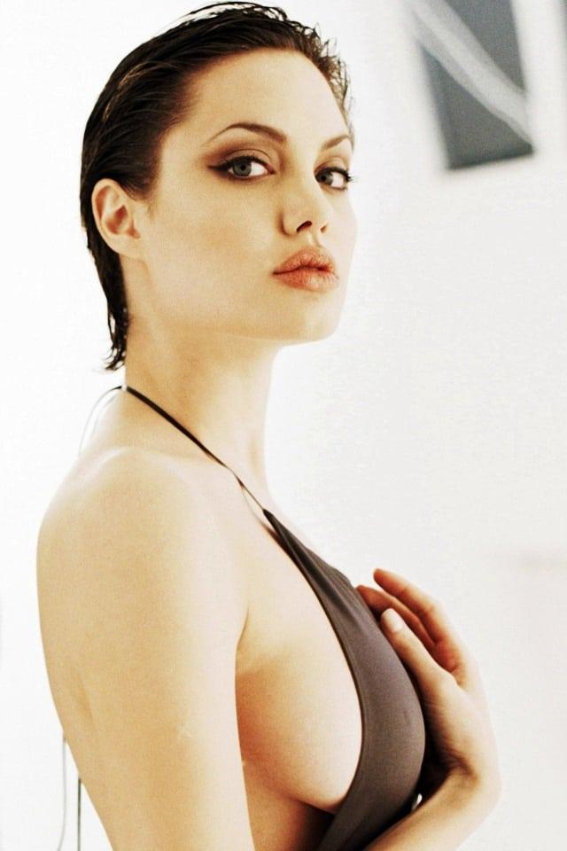 35+ Glamorous Photos of Angelina Jolie 104