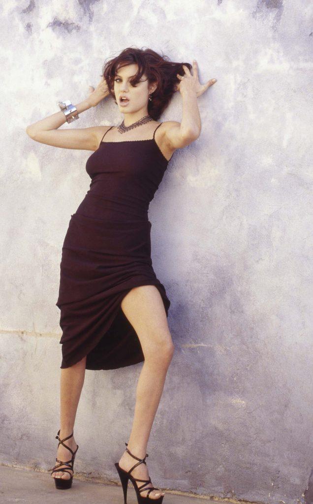 35+ Glamorous Photos of Angelina Jolie 110