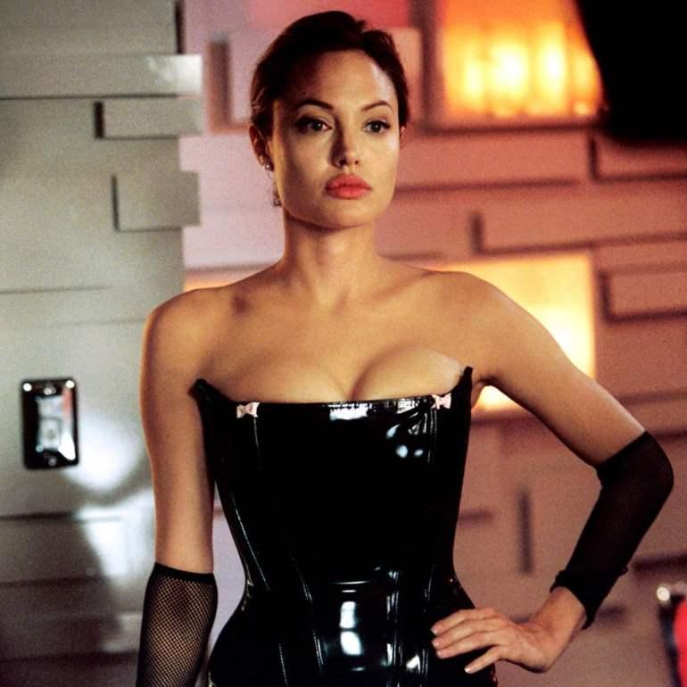 35+ Glamorous Photos of Angelina Jolie 35