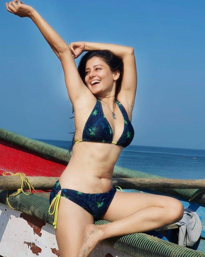 48+ Glamorous Photos of Archana Gupta 32