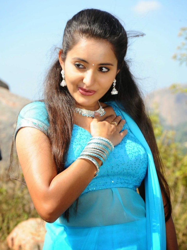 25+ Gorgeous Photos of Bhama 94
