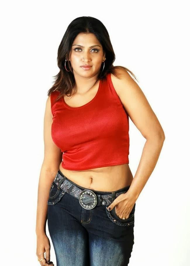 39+ Glamorous Photos of Bhuvaneshwari 26