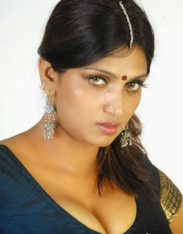 39+ Glamorous Photos of Bhuvaneshwari 8
