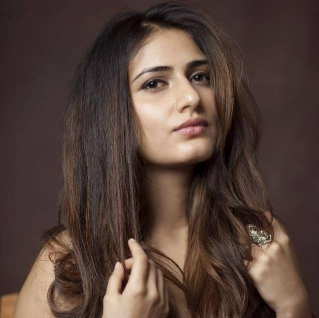 74+ Gorgeous Photos of Fathima Sana Shaikh 134
