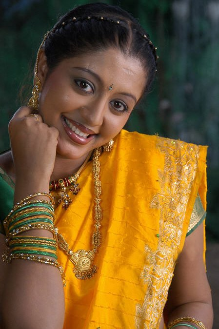 43+ Cute Photos of Gopika 39