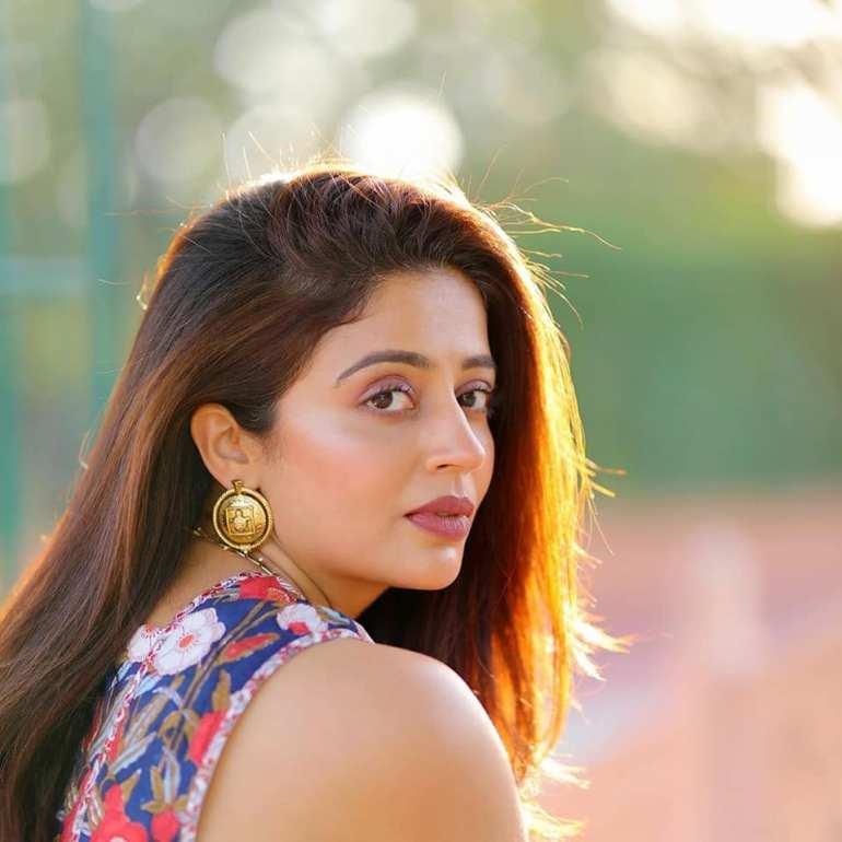 40+ Gorgeous Photos of Neha Pendse 77