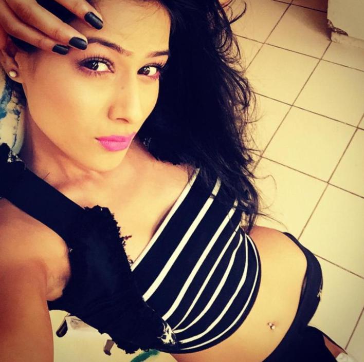 40+ Glamorous Photos of Nia Sharma 34