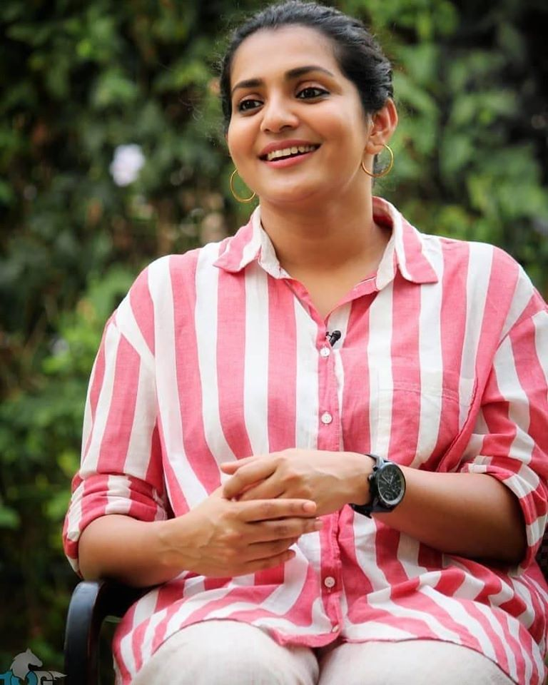 42+ Stunning Photos of Parvathy Thiruvothu 14