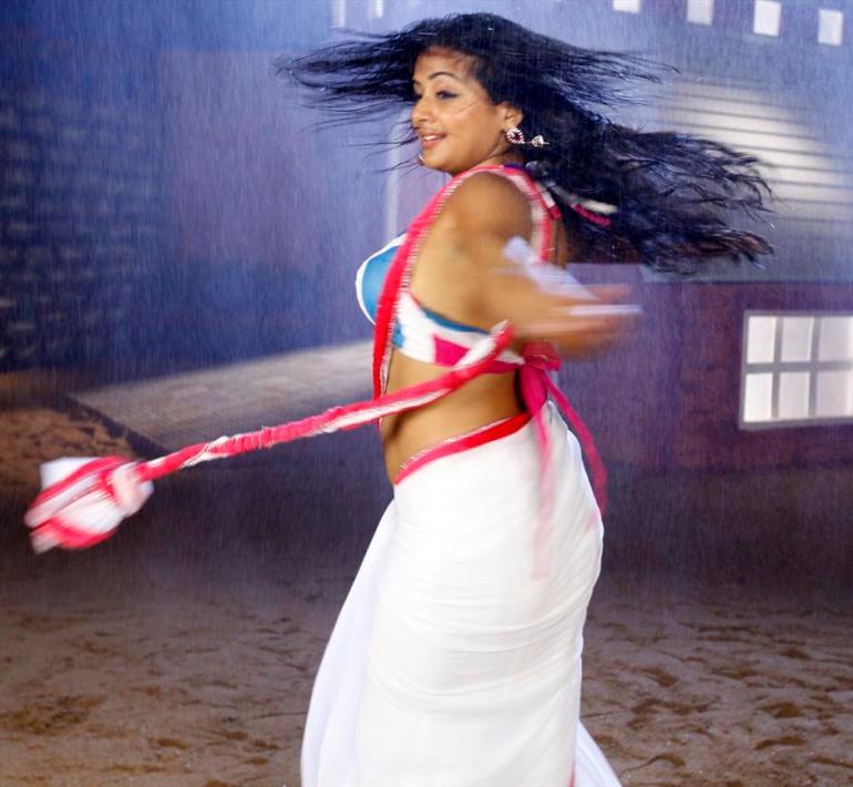 51+ Stunning Photos of Priyamani 33