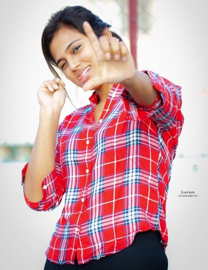 59+ Gorgeous Photos of Ramya Pandiyan 41