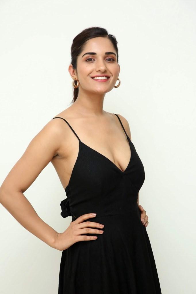 89+ Gorgeous Photos of Ruhani Sharma 109