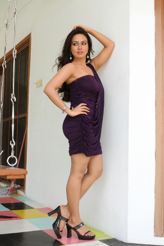 43+ Lovely Photos of Sana Khan 14