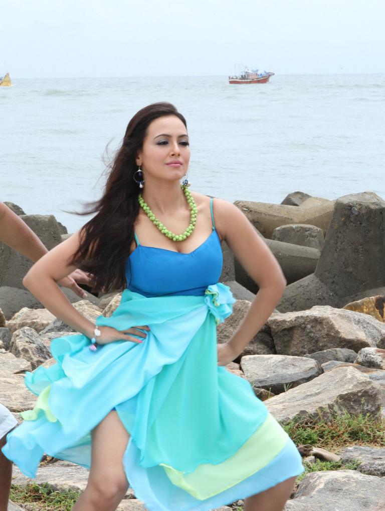 43+ Lovely Photos of Sana Khan 19