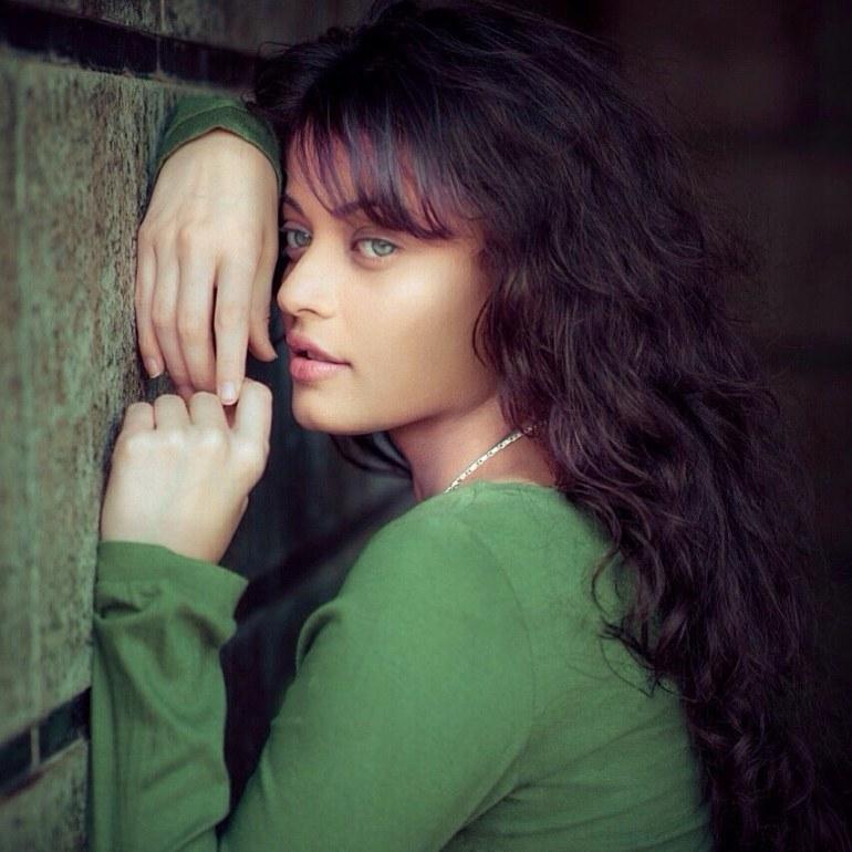 43+ Gorgeous Photos of Sneha Ullal 6