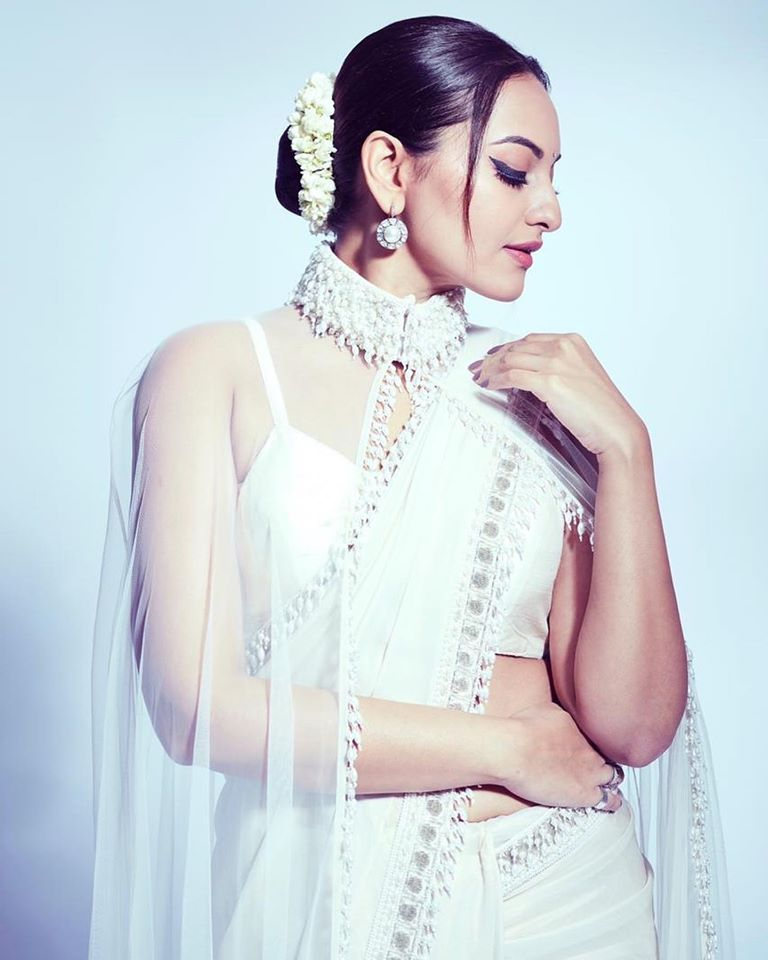 57+ Gorgeous Photos of Sonakshi Sinha 102