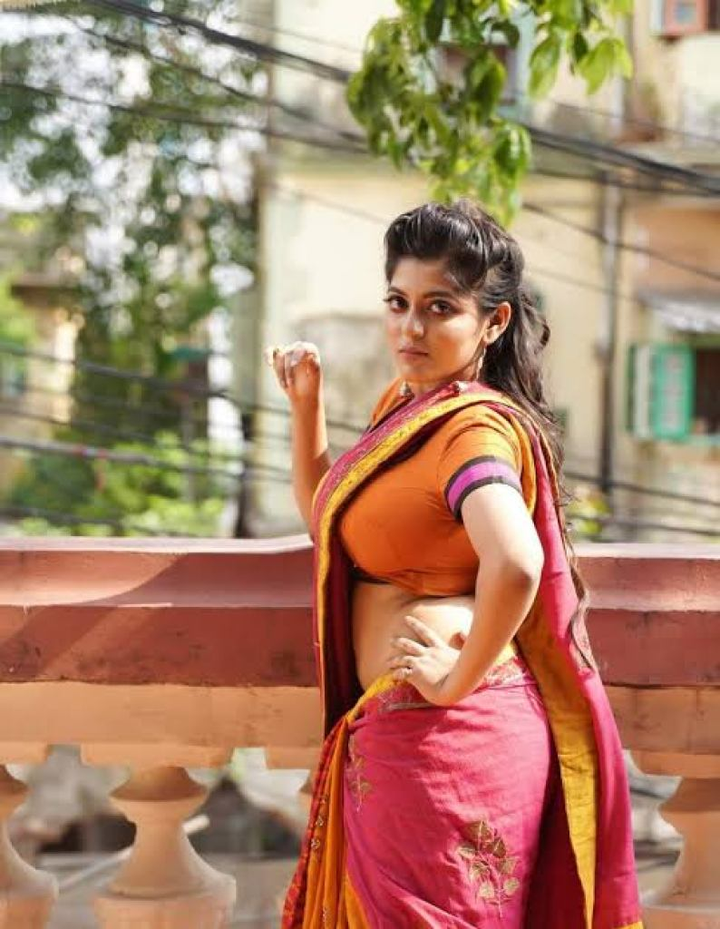 38+ Stunning Photos of Triya Das 38