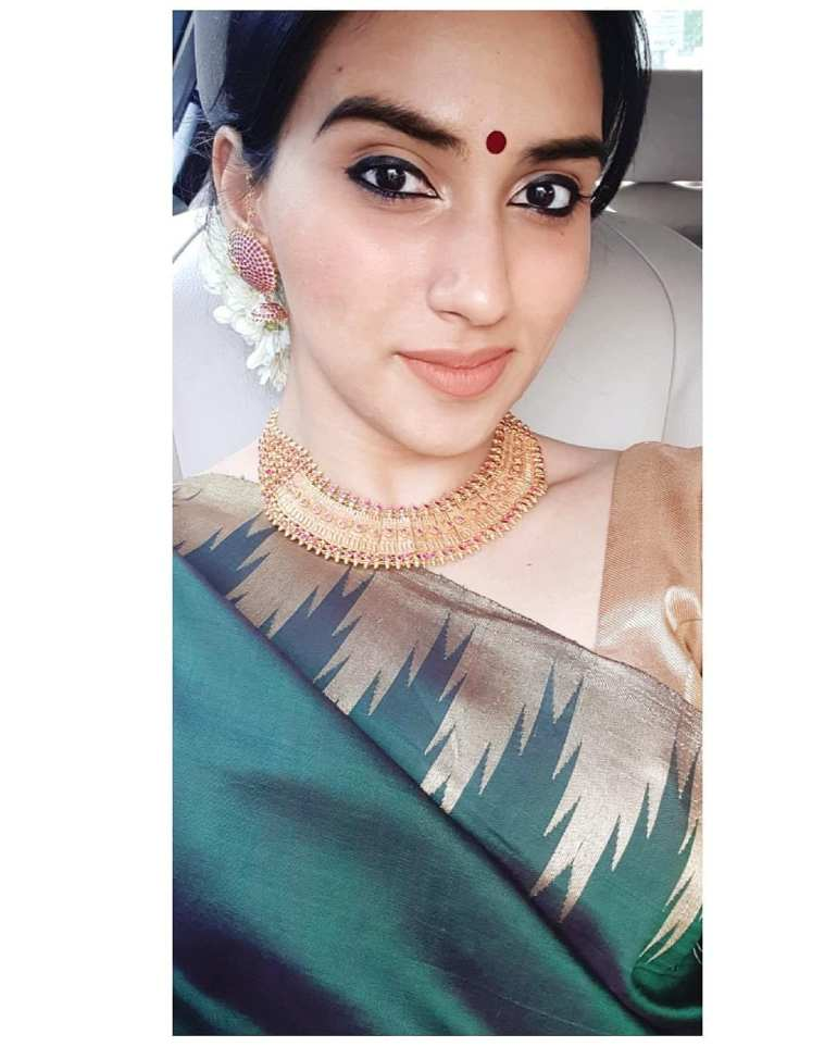 42+ Beautiful Photos of Malavika Jayaram 108